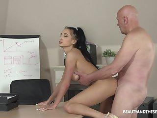 Svelte lady Nicole Love sucks sopping cock and she fucks doggy darn great
