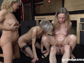 Matures upon a imbecile group fuck on compeer dick