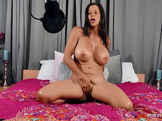 Cougar shakes them huge melons presently finger fucking like a goddess