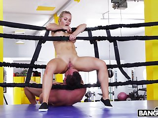 Fit fighter Nicole Aniston drops on say no about knees about suck his prick