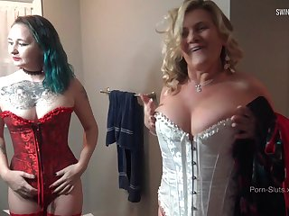 MILF in sexy lingerie gets her wet pussy intermittent