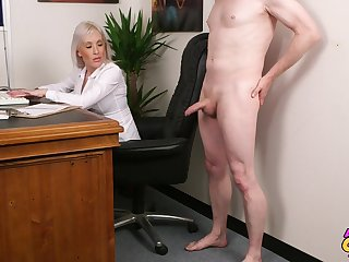 Handsome blonde mature Lexi Ryder takes his weasel words in her mouth