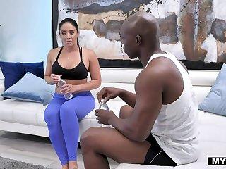 Puro Latina milf Sheena Ryder sucks BBC dimension doing abs exercises