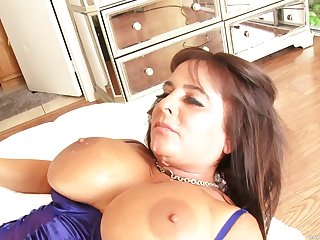 Busty mature Cassidy Eve is the real master of hard fuck with a guy