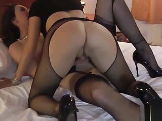 Grown-up lesbo in stockings