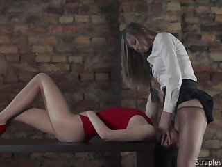 Aggressive College Girl With Strapon Fucks Long-legged Sculpt